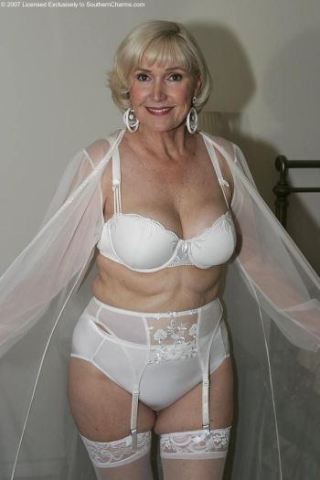 White mature lady lingerie underwear,push up underwired bra, matching panties and garters